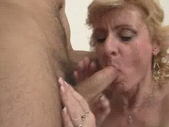 Blowjob Oma braucht Sperma