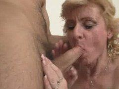 Sperma in ihrem Mund sie