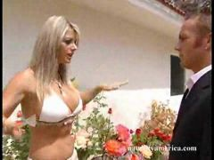 Sexgeile Blondine mit prallen Titten